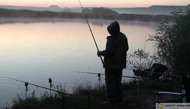 Рыбак доночник на закате
