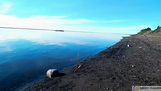 простая закидушка на берегу озера