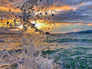 брызги волны