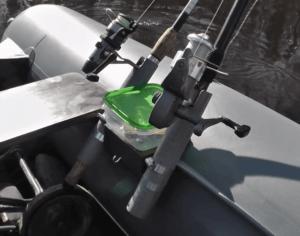 Один из вариантов крепление удилищ к лодке