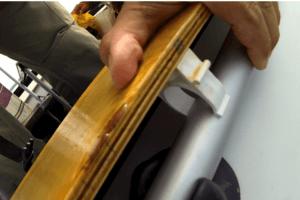 Крепление доски с магнитами к веслу
